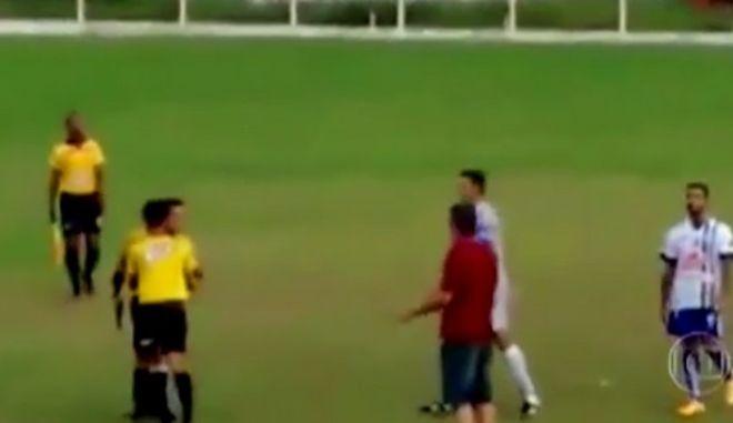 Βίντεο: Βραζιλιάνος διαιτητής τράβηξε όπλο κατά τη διάρκεια του αγώνα