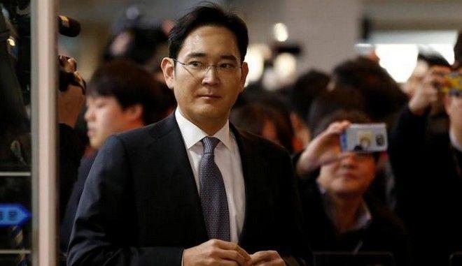 Νότια Κορέα: Ένταλμα σύλληψης για τον πρόεδρο της Samsung
