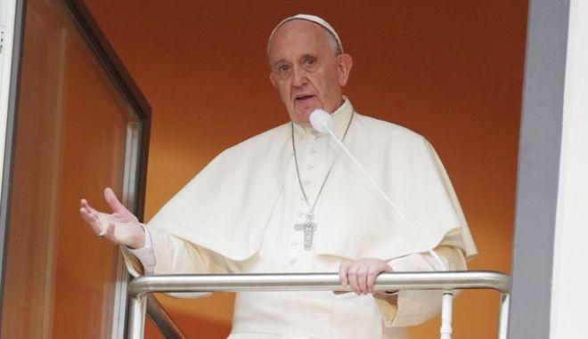 Έπαινοι του Πάπα Φραγκίσκου σε Ελλάδα και Ιταλία για το προσφυγικό