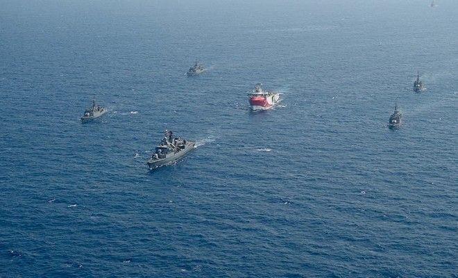 Το ερευνητικό Oruc Reis με τη συνοδεία τουρκικών πολεμικών πλοίων στη Μεσόγειο τον Αύγουστο του 2020