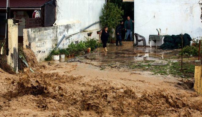 Καταστροφές από πλημμύρες εξαιτίας της ισχυρής βροχόπτωσης στις Γούβες Χερσονήσου στην Κρήτη