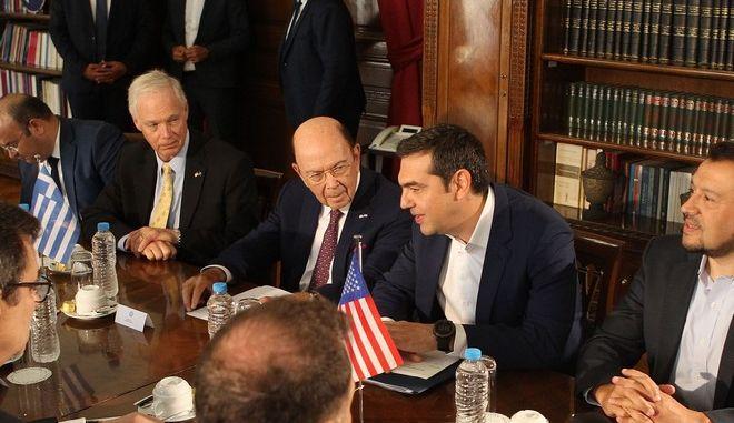 Συνάντηση του Αλέξη Τσίπρα με τον υπουργό Εμπορίου των ΗΠΑ και εκπροσώπους αμερικανικών εταιρειών