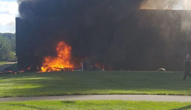 Αεροπλάνο συνετρίβη σε κτίριο στο Κονέκτικατ