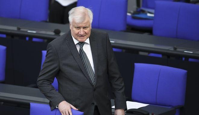 Ο υπουργός Εσωτερικών της Γερμανίας Χορστ Ζεεχόφερ στο κοινοβούλιο