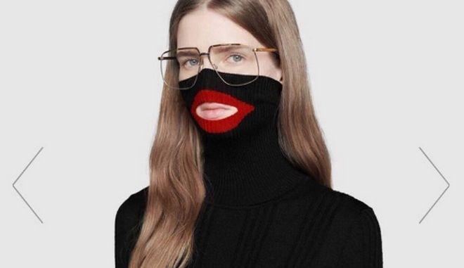 """Ρατσιστικό ή κακόγουστο; Η Gucci αποσύρει το αμφιλεγόμενο """"πουλόβερ - περιλαίμιο"""""""
