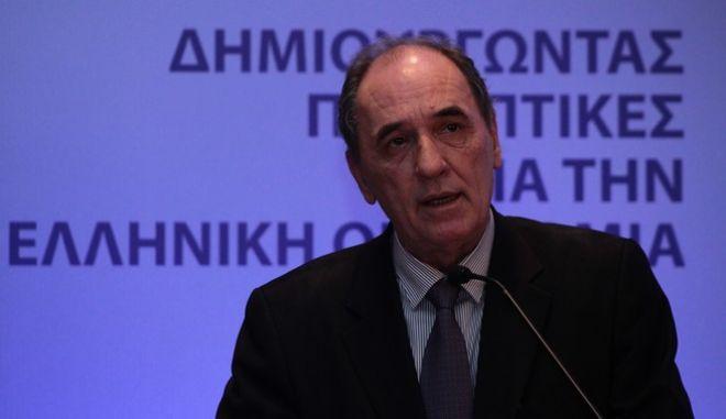 """Συνέδριο Capital + Vision 2016 """"Ανάπτυξη και Επενδύσεις δημιουργώντας προοπτικές για την Ελληνική Οικονομία"""", το Σάββατο 22 Οκτωβρίου 2016. Το Συνέδριο διοργάνωνεται από το Ελληνογερμανικό Εμπορικό και Βιομηχανικό Επιμελητήριο, την Εφημερίδα """"Κεφάλαιο"""" και την πύλη Capital.gr. Στόχος του διήμερου συνεδρίου είναι η αναζήτηση συνεργιών και νέων συνεργασιών μεταξύ της Ελλάδας, της Γερμανίας και άλλων χωρών. Στην εκδήλωση συμμετέχουν εξέχουσες πολιτικές προσωπικότητες αλλά και υψηλόβαθμα στελέχη του επιχειρηματικού κόσμου. (EUROKINISSI/ΣΤΕΛΙΟΣ ΣΤΕΦΑΝΟΥ)"""