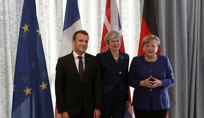 Οι ηγέτες των 28 χωρών μελών της Ευρωπαϊκής Ένωσης συμφώνησαν το βράδυ της Τετάρτης στη Σόφια να ακολουθήσουν «ενιαία προσέγγιση» στην προσπάθεια να διατηρηθεί σε ισχύ η συμφωνία του 2015 για το πυρηνικό πρόγραμμα του Ιράν
