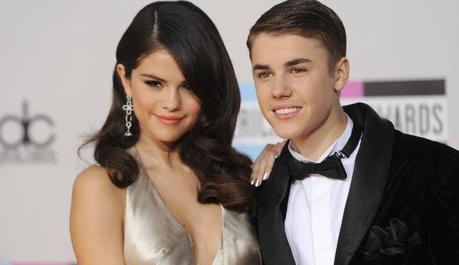 Η Selena Gomez μαζί με τον Justin Bieber στα 38α American Music Awards