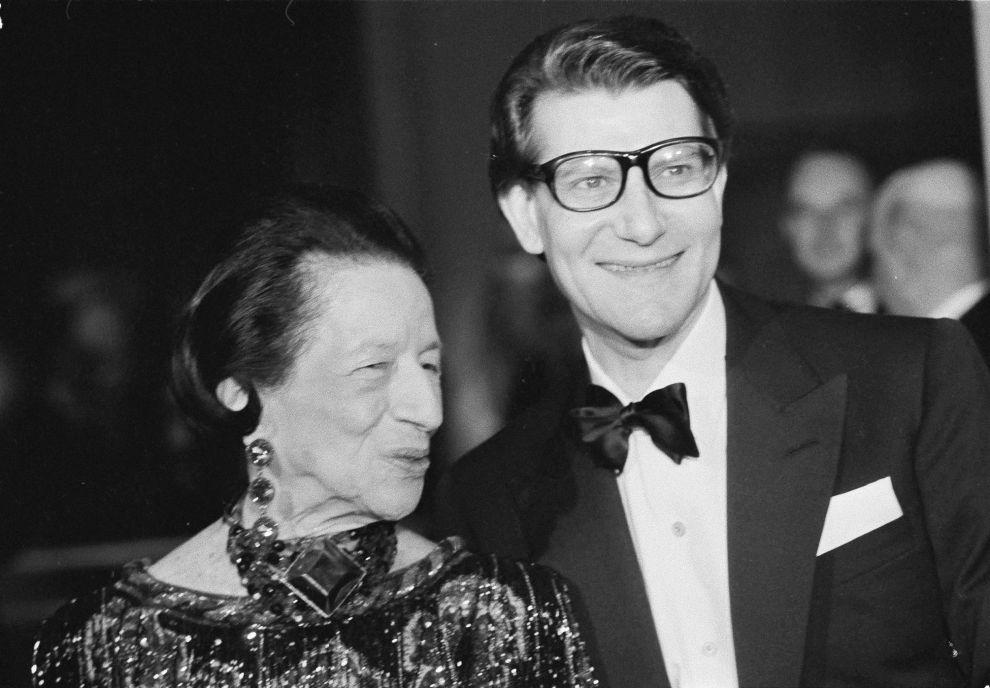 Η μεγάλη κυρία της μόδας, Νταϊάνα Βρίλαντ (εδώ με τον Υβ Σαιν Λοράν το 1983 στη Νέα Υόρκη), ήταν η πρώτη που αποθέωσε το μπικίνι στη στήλη της στο Harper's Bazaar.