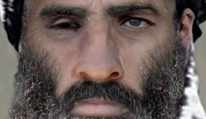Άκρα του τάφου σιωπή για τον Μουλά Ομάρ από τους Ταλιμπάν