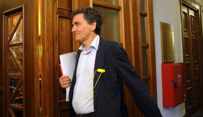 Ο Ευκλείδης Τσακαλώτος προσέρχεται στην συνεδρίαση του υπουργικού συμβουλίου την Πέμπτη 30 Απριλίου 2015, στην Βουλή. (EUROKINISSI/ΤΑΤΙΑΝΑ ΜΠΟΛΑΡΗ)