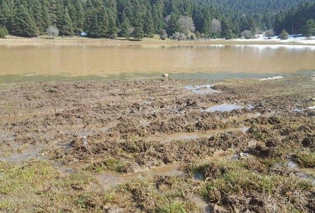 Βίντεο: Τζιπ οργώνουν και καταστρέφουν προστατευόμενη λίμνη