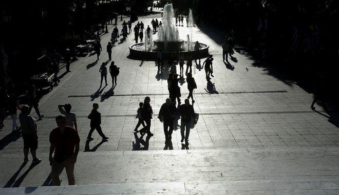 Στιγμιότυπα από την πόλη της Αθήνας.Μέσα στο Σαββατοκύριακο αναμένεται να κατατεθεί και να συζητηθεί το πολυνομοσχέδιο της Κυβέρνησης  για το κλείσιμο της αξιολόγησης,Τετάρτη 18 Μαϊου 2016 (EUROKINISSI /ΤΑΤΙΑΝΑ ΜΠΟΛΑΡΗ)