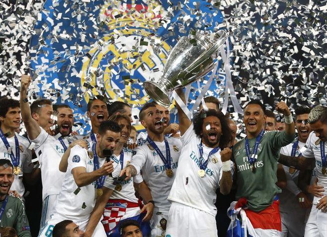 Οι ποδοσφαιριστές της Ρεάλ Μαδρίτης πανηγυρίζουν