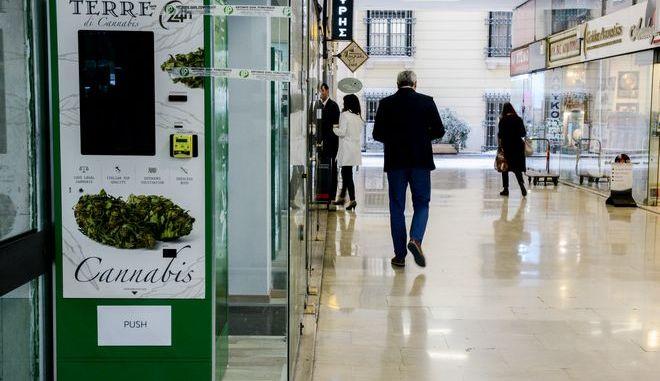 Ο πρώτος αυτόματος πωλητής κάνναβης στην Αθήνα, στην στοά Πεσπατζόγλου