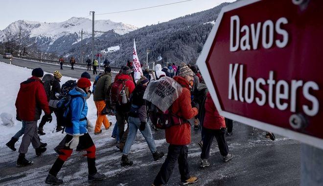 Διαδηλωτές για το κλίμα κατευθύνονται στο Νταβός