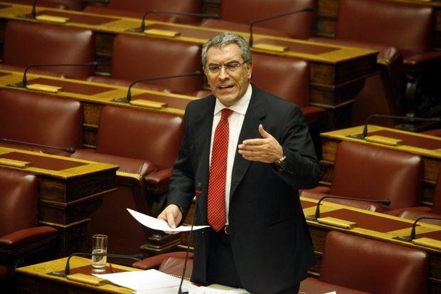 Συζήτηση επικαιρων ερωτήσεων στην Βουλή την Δευτέρα 28 Ιανουαρίου 2013. Το στιγμιότυπο από τη συζήτηση της ερώτησης του Βουλευτή Β΄ Αθήνας των Ανεξάρτητων Ελλήνων κ. Βασιλείου Καπερνάρου και την απάντηση του υφυπουγού Ανάπτυξης, Νότη Μηταράκη σχετικά με δημοσιεύματα εφημερίδας για έκδοση εγκυκλίου από το Υπουργείο. (EUROKINISSI/ΓΙΩΡΓΟΣ ΚΟΝΤΑΡΙΝΗΣ)