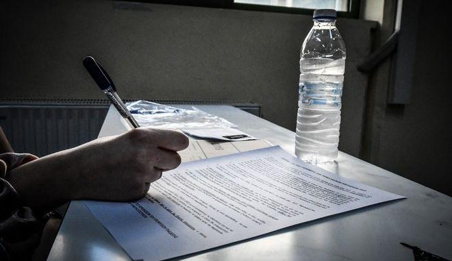 Στιγμιότυπο από πανελλήνιες εξετάσεις