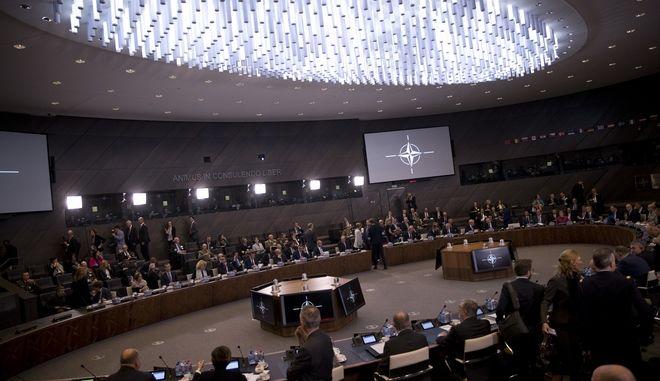 Στιγμιότυπο από τη συνεδρίαση των υπουργών Άμυνας του ΝΑΤΟ στις Βρυξέλλες