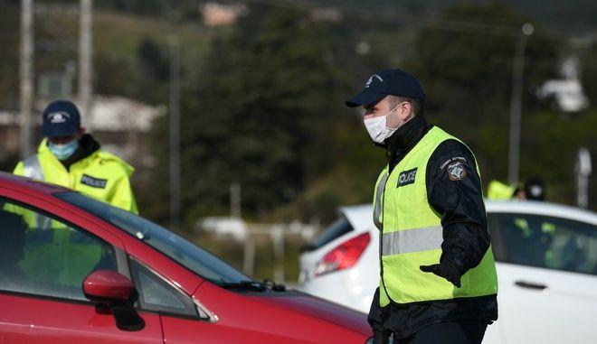 Έλεγχοι της αστυνομίας στους σταθμούς διοδίων της χώρας, για το ενδεχόμενο μετακίνησης πολιτών σε προορισμούς στην επαρχία λόγω Πάσχα
