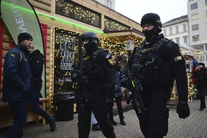 Police officers of the Counter Terrorism Centre with sub-machine guns patrol at a Christmas market in downtown Budapest, Hungary, Tuesday, Dec. 20, 2016 as security has been beefed up at venues visited by large number of people after a truck ran into a crowded Christmas market in Berlin last night killing  several people. (Janos Marjai/MTI via AP)