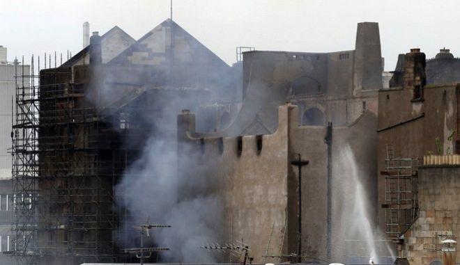 Πυρκαγιά κατέστρεψε τη Σχολή Καλών Τεχνών στη Γλασκόβη