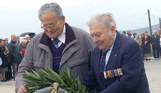 Ο Θέμης Μαρίνος καταθέτει στεφάνι στον εορτασμό από τα 64 χρόνια της ανατίναξης της γέφυρας του γοργοποτάμου