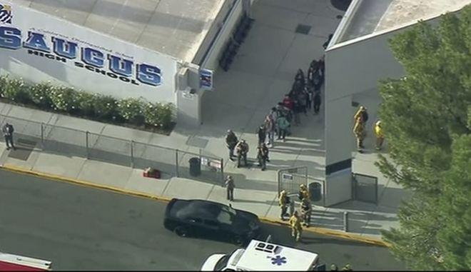 Πυροβολισμοί σε σχολείο στη Σάντα Κλαρίτα