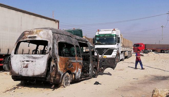 Εικόνα από το κατεστραμμένο λεωφορείο στην Κερμπάλα μετά από έκρηξη βόμβας