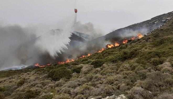 Άνδρος: Σε ύφεση η φωτιά στα Ρέματα