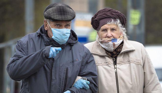 Ηλικιωμένο ζευγάρι στην Αγία Πετρούπολη