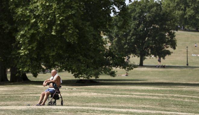 Πλάνο από πάρκο στο Λονδίνο