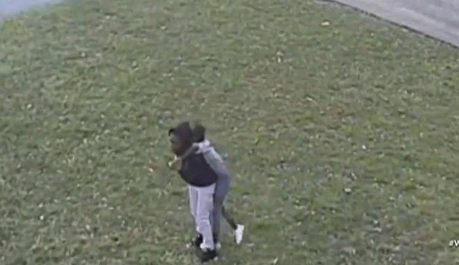 Βίντεο: Αυτοκίνητο χτυπάει με φόρα 9χρονο κοριτσάκι και φεύγει