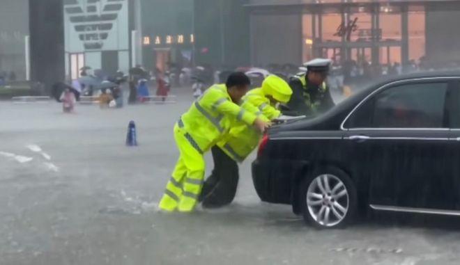 Πλημμύρες στην πόλη Τσεντσόου