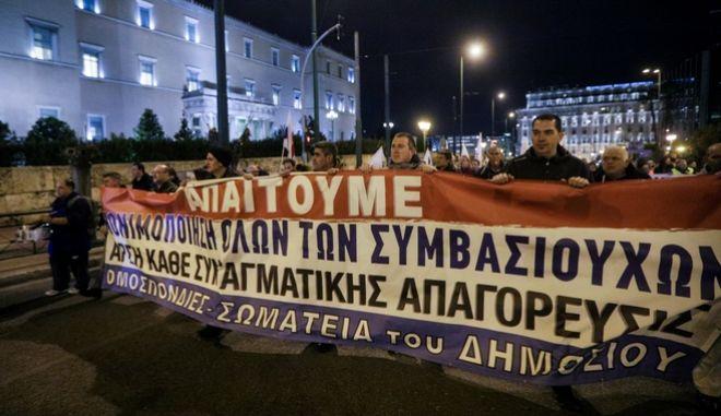 Πανυπαλληλικό συλλαλητληριο και πορεία προς τη Βουλή με αίτημα την μονιμοπίηση των υπαλλήλων