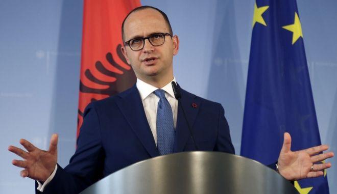 Ο υπουργός Εξωτερικών της Αλβανίας, Ντιτμίρ Μπουσάτι