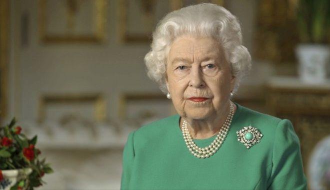 Η βασίλισσα Ελισάβετ κατά το τέτατρο διάγγελμά της στον βρετανικό λαό