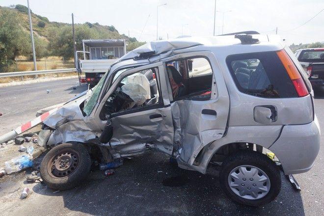 Σύγκρουση τριών οχημάτων με τέσσερις τραυματίες στο νέο κόμβο Αφάντου με λεωφόρο Ρόδου-Λίνδου. (ΕUROKINISSI/RODOSPRESS.GR/ΓΙΑΝΝΗΣ ΜΑΝΤΙΚΟΣ)