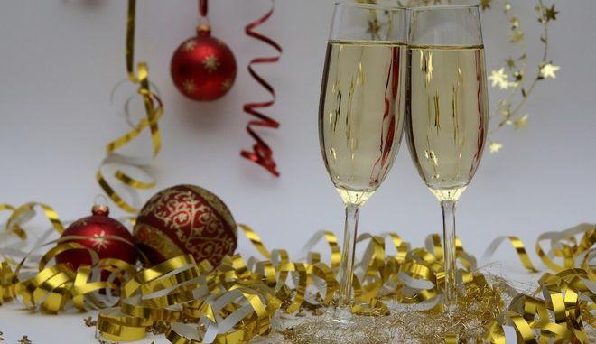 Η γιορτή το βράδυ της παραμονής της Πρωτοχρονιάς ονομάζεται ρεβεγιόν