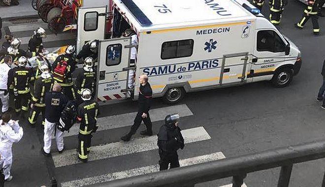 Ασθενοφόρο στο Παρίσι