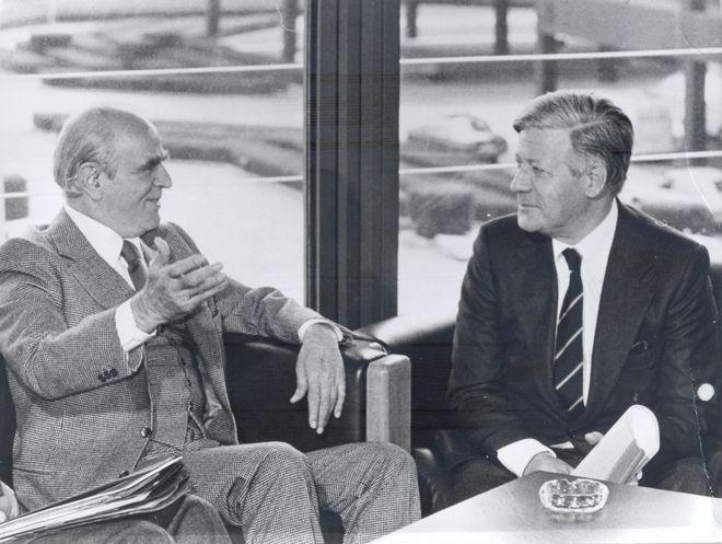 Ο Κωνσταντίνος Καραμανλής με τον καγκελάριο της Δυτικής Γερμανίας Χέλμουτ Σμιτ στη Βόννη, Μάιος 1978