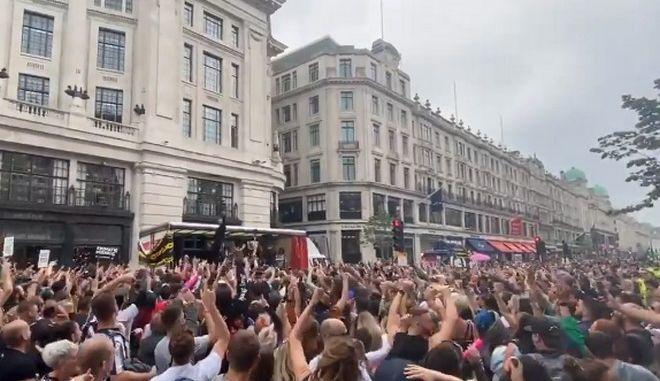 Χορευτική διαδήλωση στο Λονδίνο