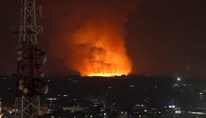 Μεγάλη φωτιά μετά από βομβαρδισμό της Γάζας από ισραηλινά μαχητικά
