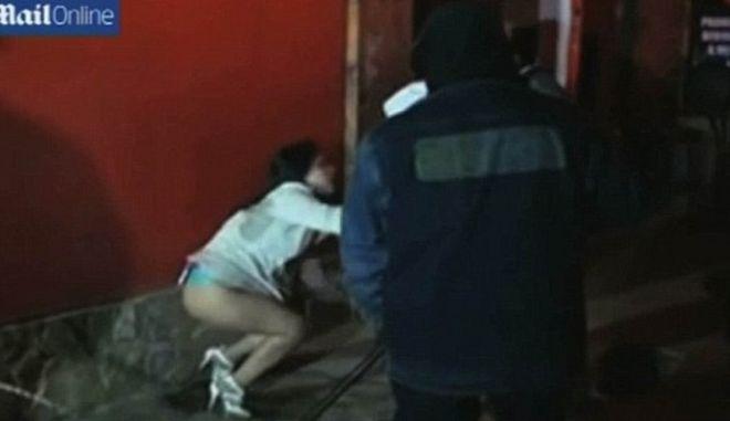 Μασκοφόροι-τιμωροί στο Περού: Επιτίθενται σε ιερόδουλες με μαστίγια