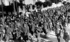Ιταλοί στρατιώτες, αιχμάλωτοι του ελληνικού στρατού από το αλβανικό μέτωπο, στην Αθήνα το 1941