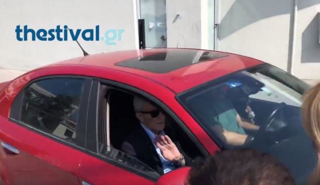 Ο Δήμαρχος Θεσσαλονίκης Γιάννης Μπουτάρης εξέρχεται από το νοσοκομείο Ιπποκράτειο όπου και νοσηλεύτηκε μετά την επίθεση εναντίον του