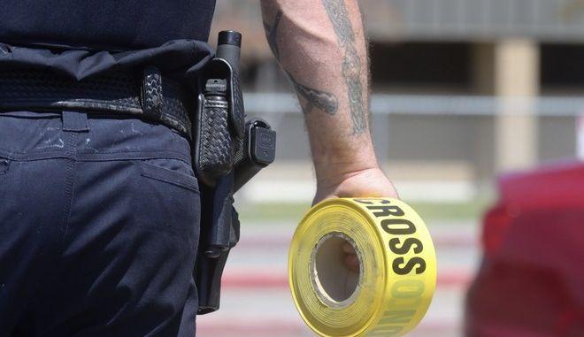 Αστυνομικός που έσπευσε στο σχολείο στο Αϊντάχο όπου μαθήτρια δημοτικού έβγαλε πιστόλι από το σακίδιό της και άρχισε να πυροβολεί
