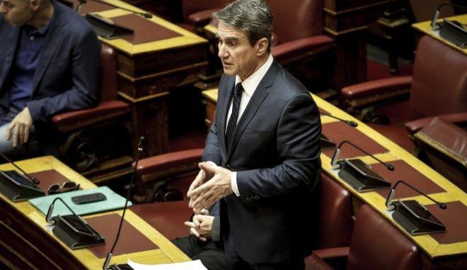 """Συζήτηση και ψήφιση επί της αρχής, των άρθρων και του συνόλου των σχεδίων νόμων: α) """"Κύρωση του Τροποποιητικού Πρωτοκόλλου της Συμφωνίας μεταξύ της Ευρωπαϊκής Κοινότητας και της Δημοκρατίας του Αγίου Μαρίνου που προβλέπει μέτρα ισοδύναμα με τα θεσπιζόμενα στην Oδηγία 2003/48/ΕΚ του Συμβουλίου για τη φορολόγηση των υπό μορφή τόκων εισοδημάτων από αποταμιεύσεις και των κοινών δηλώσεων των συμβαλλόμενων μερών και διατάξεις εφαρμογής"""" και β) """"Κύρωση του Τροποποιητικού Πρωτοκόλλου της Συμφωνίας μεταξύ της Ευρωπαϊκής Κοινότητας και του Πριγκιπάτου του Λιχτενστάιν που προβλέπει μέτρα ισοδύναμα με τα θεσπιζόμενα στην Οδηγία 2003/48/ΕΚ του Συμβουλίου για τη φορολόγηση των υπό μορφή τόκων εισοδημάτων από αποταμιεύσεις και των κοινών δηλώσεων των συμβαλλόμενων μερών και διατάξεις εφαρμογής"""", την Τετάρτη 31 Ιανουαρίου 2018. (EUROKINISSI/ΓΙΑΝΝΗΣ ΠΑΝΑΓΟΠΟΥΛΟΣ)"""
