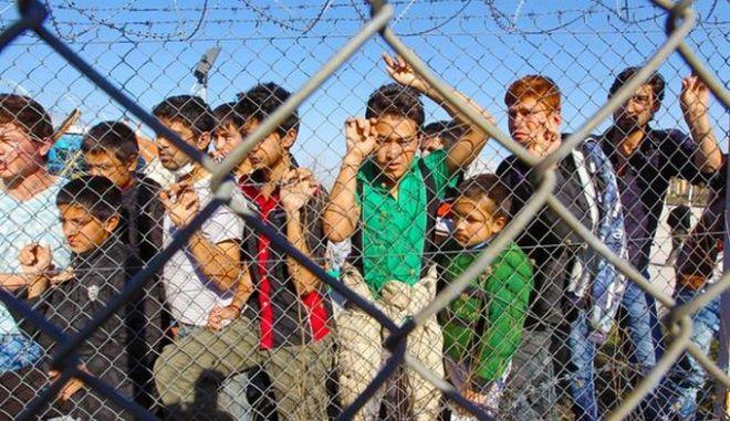 """""""Αναβρασμός"""" στις περιφέρειες για τα κέντρα φιλοξενίας μεταναστών"""