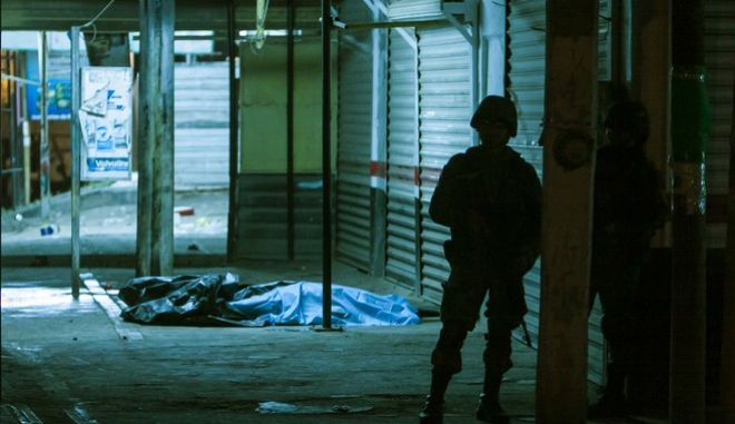 A Mexican soldier secures the site where two people were shot dead by unidentified attackers in Culiacan, Mexico, late Tuesday, Feb. 7, 2017. More persons have been killed in Sinaloa state hours after several suspects and a marine died during a clash in the city of Culiacan. (AP Photo/Rashide Frias)